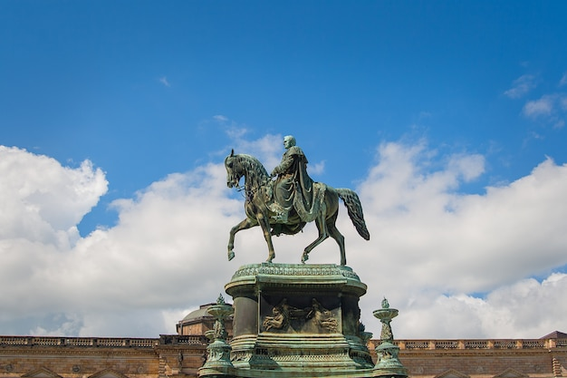 Dresden - reiterstatue von könig john Premium Fotos