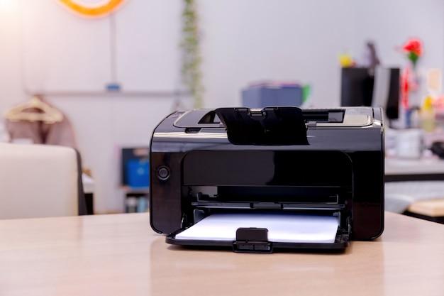 Druckerscanner-laserkopiermaschinenversorgungen im büro. Premium Fotos