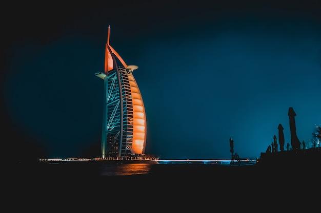 Dubai. nacht dubai. stadtnachtlandschaft. Premium Fotos