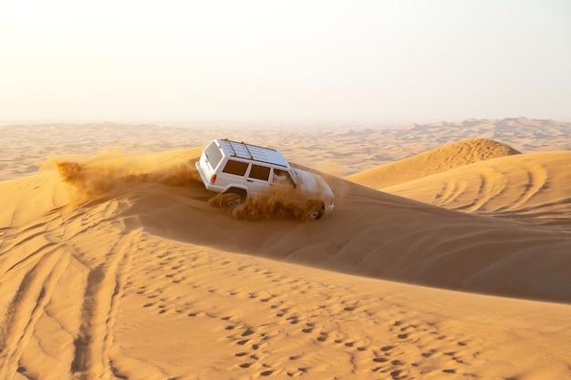 Dubai, vereinigte arabische emirate, wüste: autorennen. redaktionell Premium Fotos