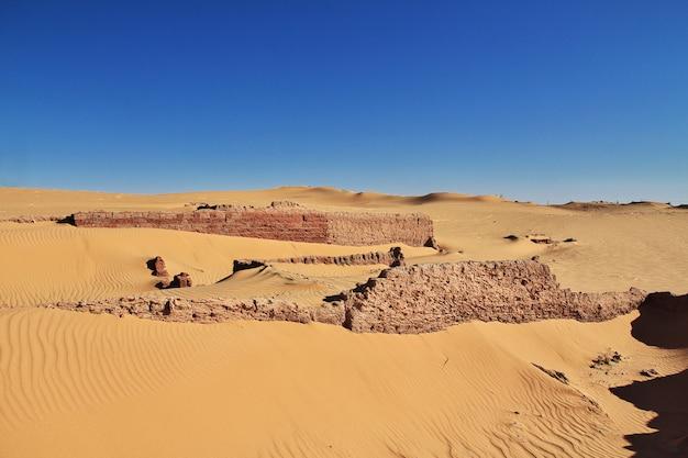 Dünen in timimun verließen stadt in sahara-wüste, algerien Premium Fotos