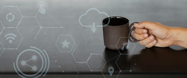 Dunkelbraune kaffeetasse Kostenlose Fotos
