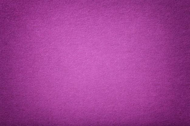 Dunkelvioletter matter wildleder stoff samt textur aus filz, Premium Fotos