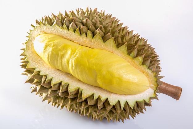 Durian getrennt auf weißem hintergrund Premium Fotos