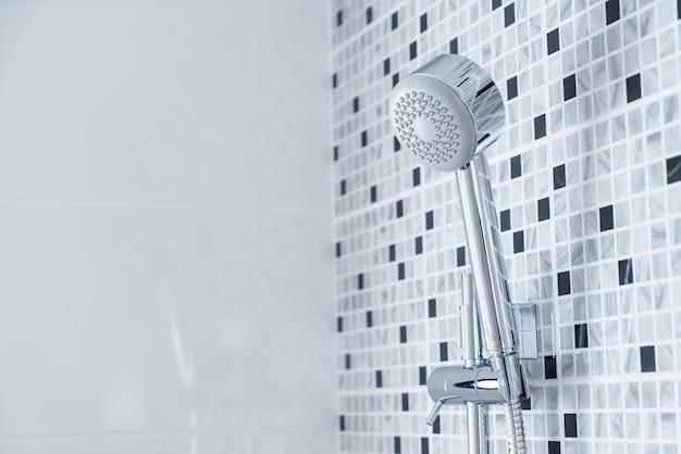 Dusche im badezimmer Premium Fotos