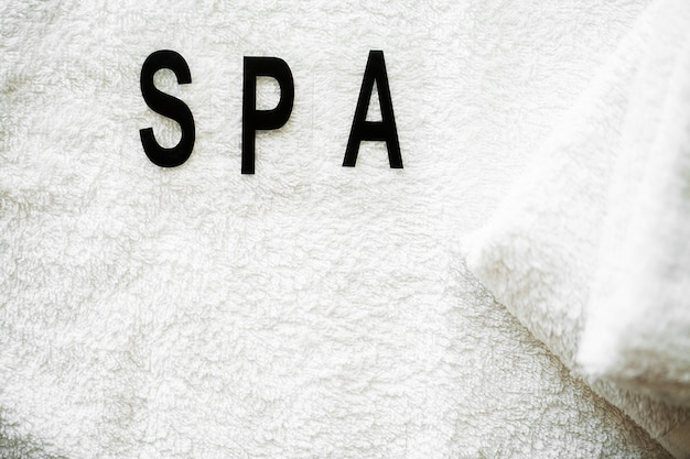 Duschzubehör. zusammensetzung kosmetische produkte der spa-behandlung. Premium Fotos
