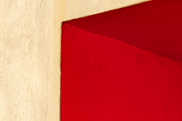 Ecke einer roten wand Kostenlose Fotos