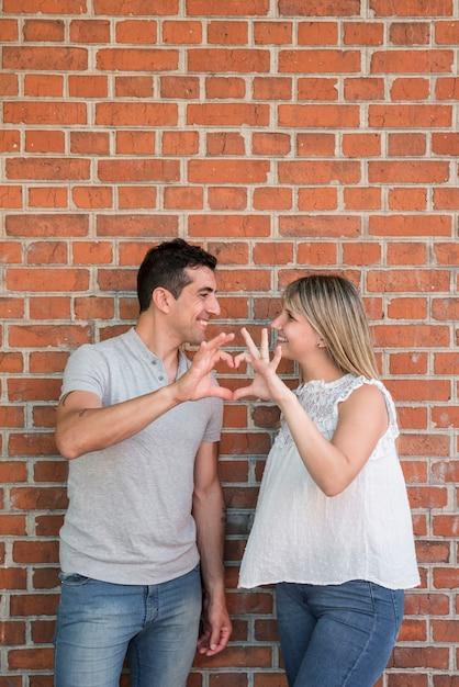 Ehemann und frau glücklich am vatertag Kostenlose Fotos