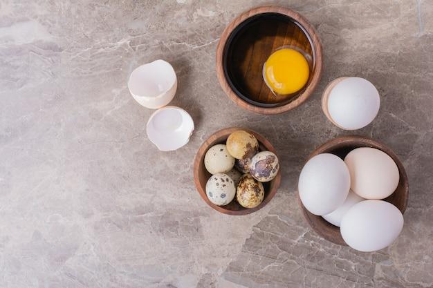 Eier und eigelb als zutaten für die teigherstellung Kostenlose Fotos