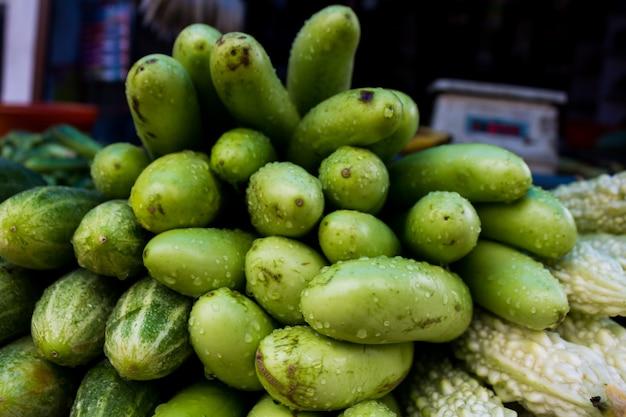 Eierpflanze, gurken und bitterer kürbis in einem markt in indien Kostenlose Fotos