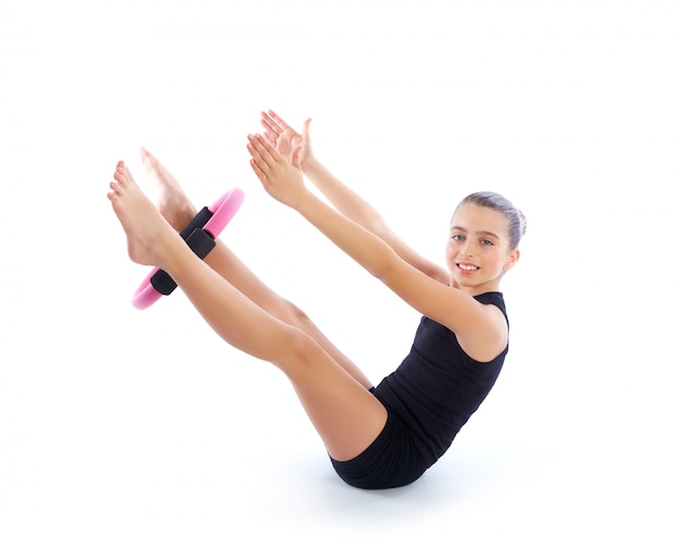 Eignung pilates yoga-ringkindermädchen-übungstraining Premium Fotos