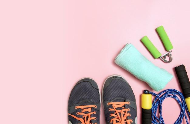 Eignungs- und sportkonzept mit turnschuhflasche wasser und maßbandhandtuch Premium Fotos