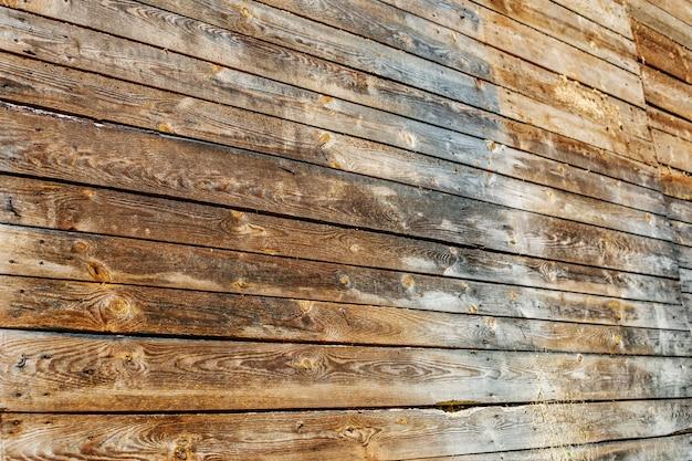 Ein alter baum die wand der bretter. konzepthintergrund und -text Premium Fotos