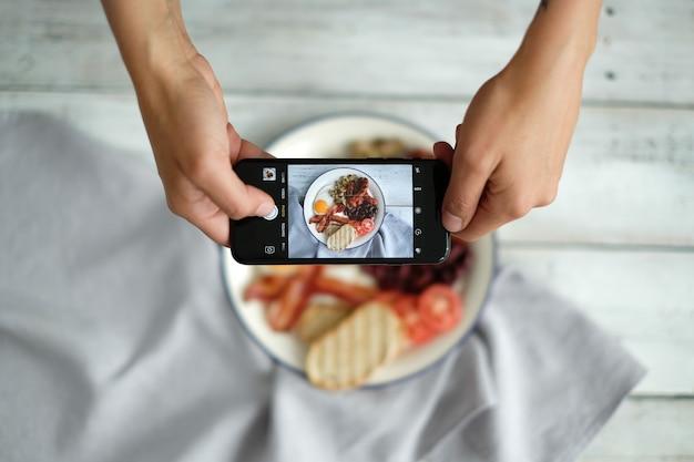 Ein foto des englischen frühstücks machen Kostenlose Fotos