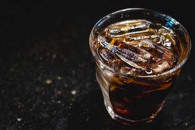 Ein glas cola Premium Fotos