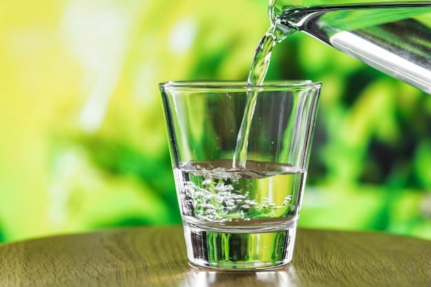 Ein glas wassermakroschuß Kostenlose Fotos