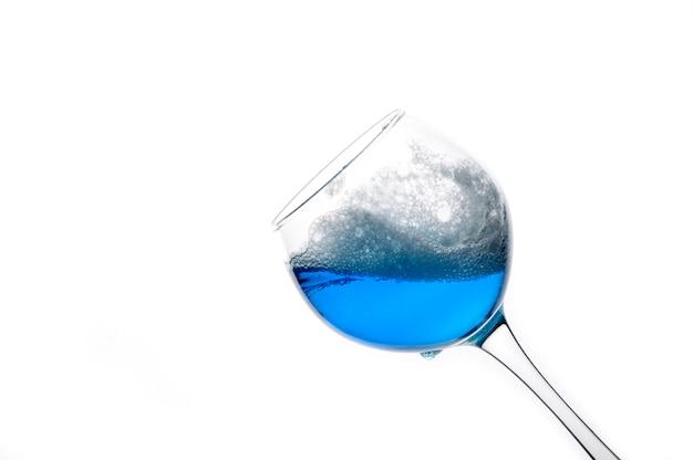 Ein hauch von einem trendigen blauen wein. Premium Fotos