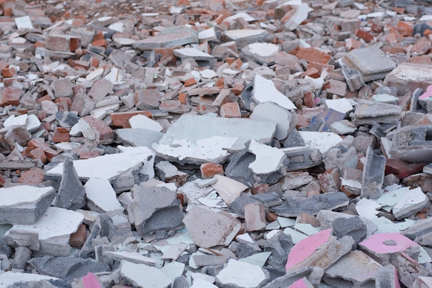 Ein haufen zertrümmerten betons Premium Fotos