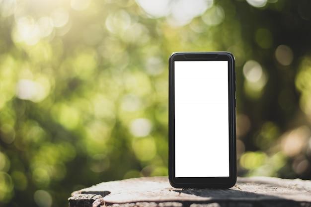 Ein leerer bildschirm smartphone. Premium Fotos