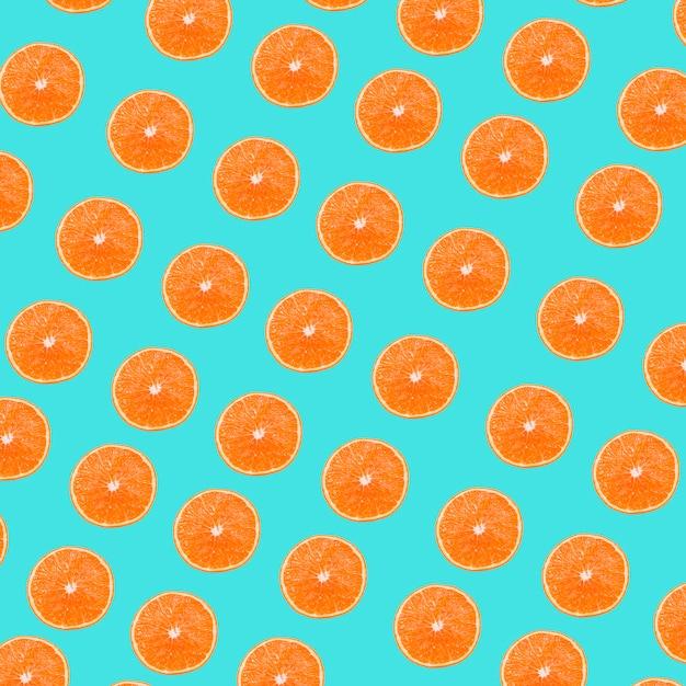 Ein orangenscheibenmuster auf türkishintergrund Kostenlose Fotos