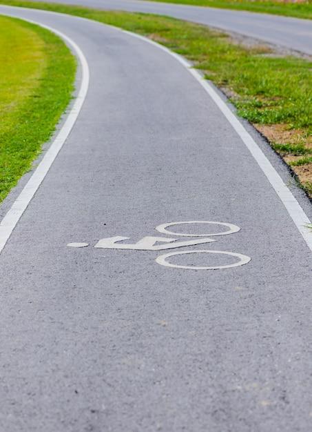 Ein radweg für radfahrer Premium Fotos