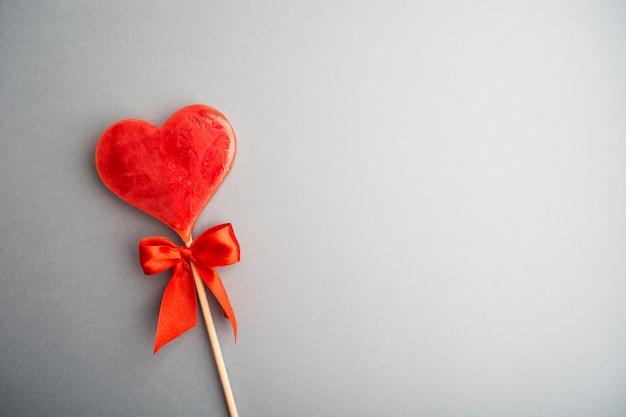 Ein süßer lutscherherzhintergrund valentinstag Premium Fotos