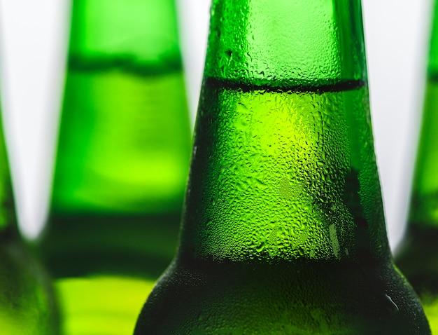 Eine flasche kaltes bier Kostenlose Fotos