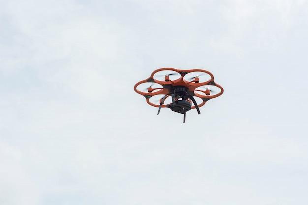 Eine hexacopter-drohne in der luft Kostenlose Fotos