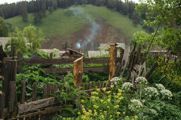 Eine interessante verkürzung des ländlichen russischen lebens. Premium Fotos