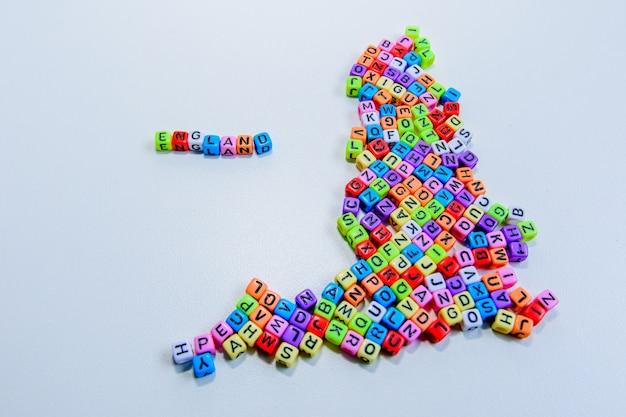 Eine karte von england mit den erstellten buchstaben. Premium Fotos