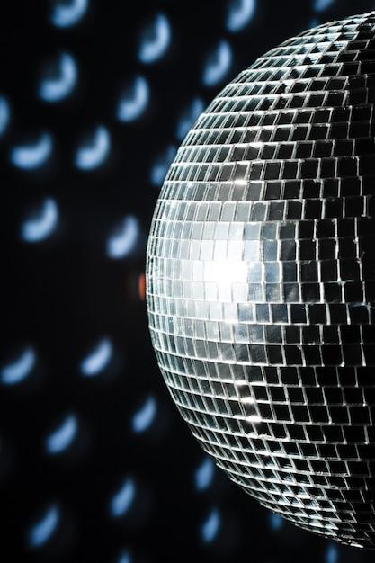 Eine mirror discokugel Premium Fotos