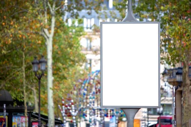 Eine plakatwerbung im freien Premium Fotos
