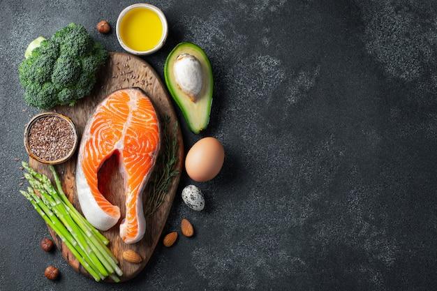 Eine reihe von gesunden lebensmitteln für die keto-diät. Premium Fotos