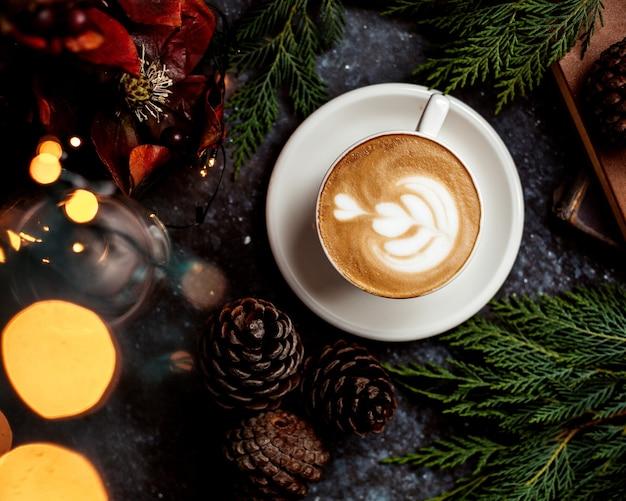 Eine tasse cappuccino Kostenlose Fotos