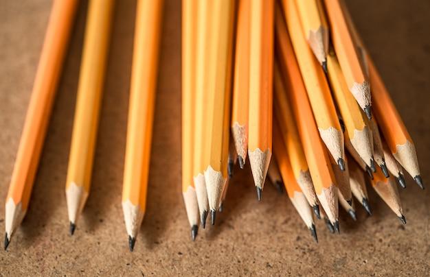 Eine vielzahl von graphitstiften Kostenlose Fotos