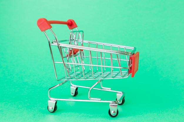 Einkaufswagen für supermärkte. Premium Fotos