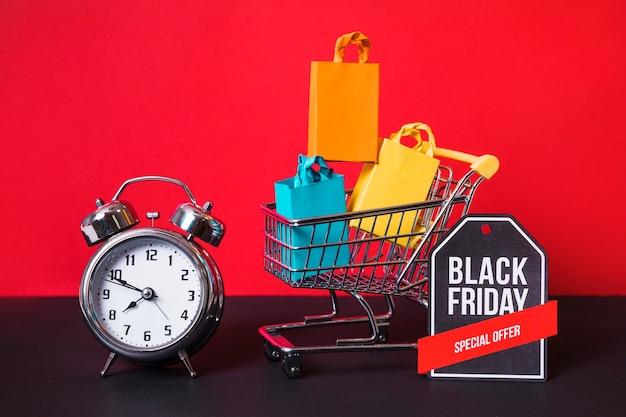 Einkaufswagen, päckchen, wecker und schild Kostenlose Fotos