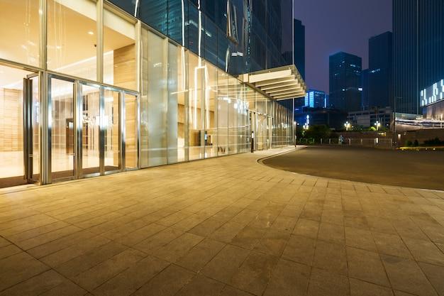 Einkaufszentrumgebäude nachts, chongqing financial city, china Premium Fotos