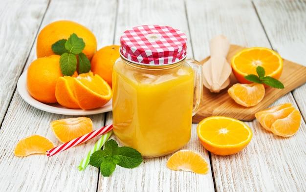 Einmachglas mit orangensaft Premium Fotos