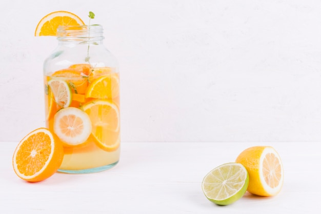 Einmachglas mit zitrusgetränk Kostenlose Fotos