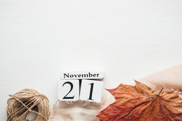 Einundzwanzigster tag des herbstmonatskalenders november Premium Fotos