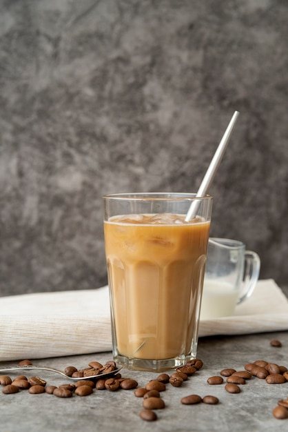 Eiskaffee der vorderansicht im glas Kostenlose Fotos