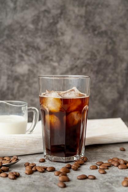 Eiskaffee der vorderansicht mit milch Kostenlose Fotos