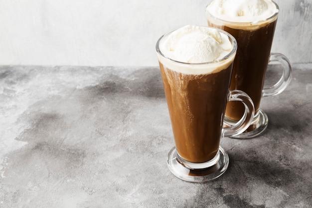 Eiskaffee mit eis Premium Fotos