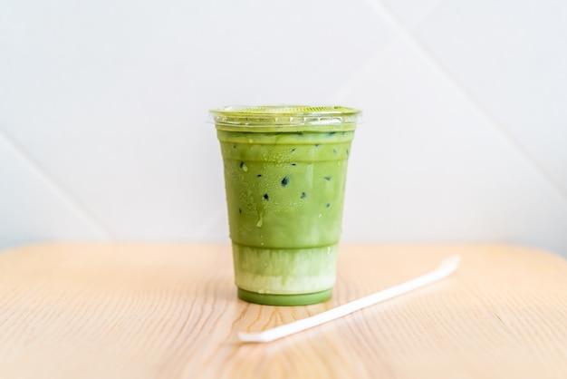 Eistee matcha latte tasse mit grünem tee Premium Fotos