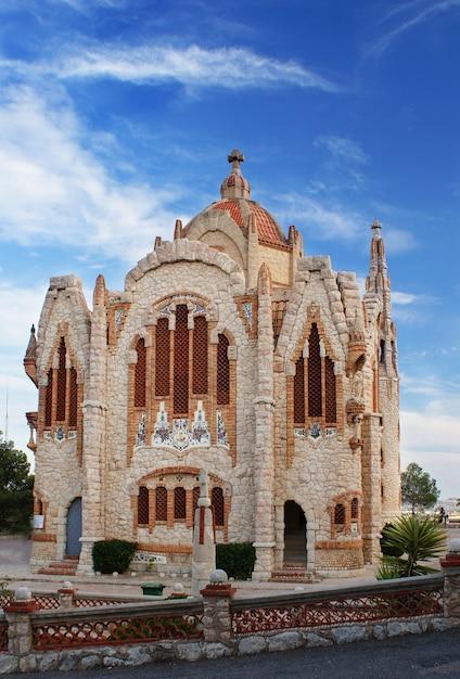 El santuario de santa maria magdalena - 12. oktober 2015, ist es ein religiöses gebäude in novelda, alicante (valencia, spanien) und wurde aus einem projekt jose sala sala gebaut Premium Fotos