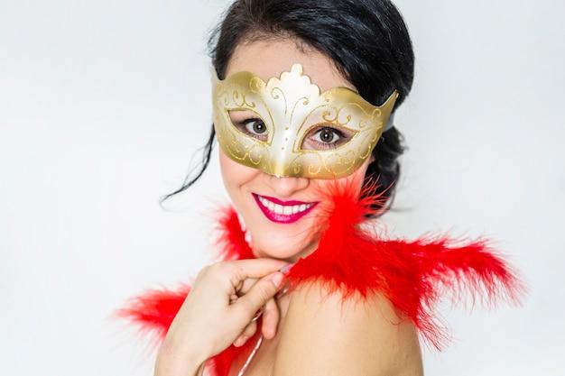 Elegante frau, die venetianischen karneval feiert Kostenlose Fotos