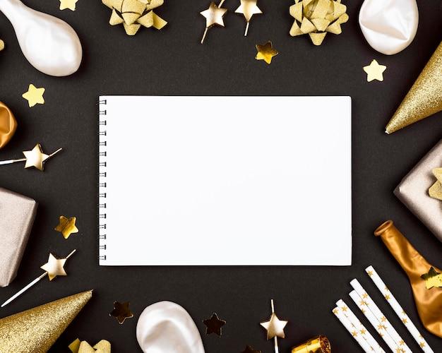 Elegante geburtstagsornamente mit notizbuch Kostenlose Fotos