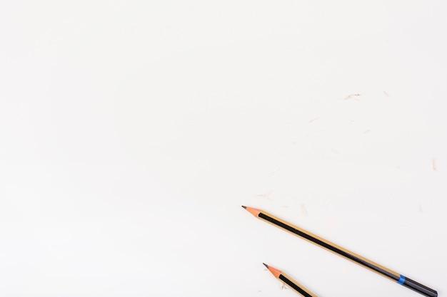 Elegante komposition mit hölzernen bleistiften Kostenlose Fotos