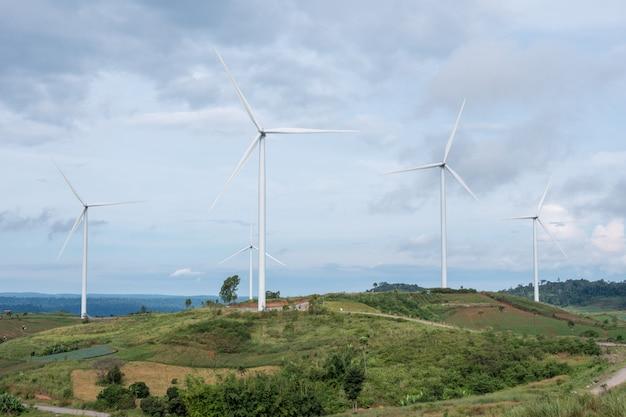 Elektrische eco-stromerzeuger-windkraftanlage in thailand. Premium Fotos
